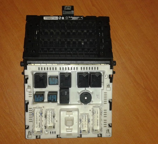 RENAULT MEGANE BSI 77003297784J  S103600401B