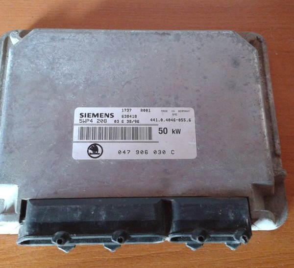 SKODA FELICIA 1.3 MPI RJ MOTORA 047 906 030 C  047906030C